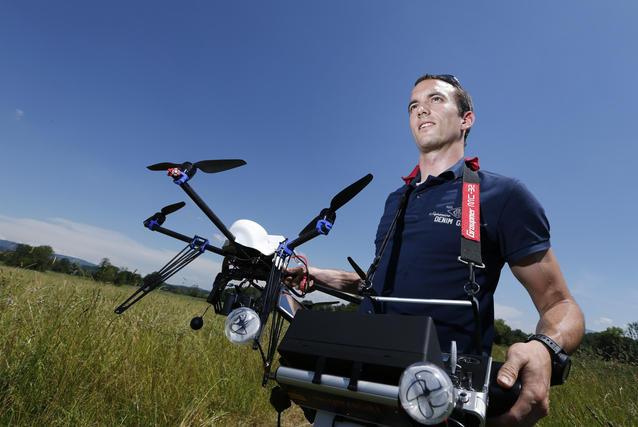 Bild: Fluggerät (Multikopter/Drohne) mit Wärmebildkamera